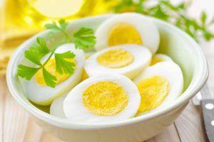 substitua o café da manhã por ovos para emagrecer
