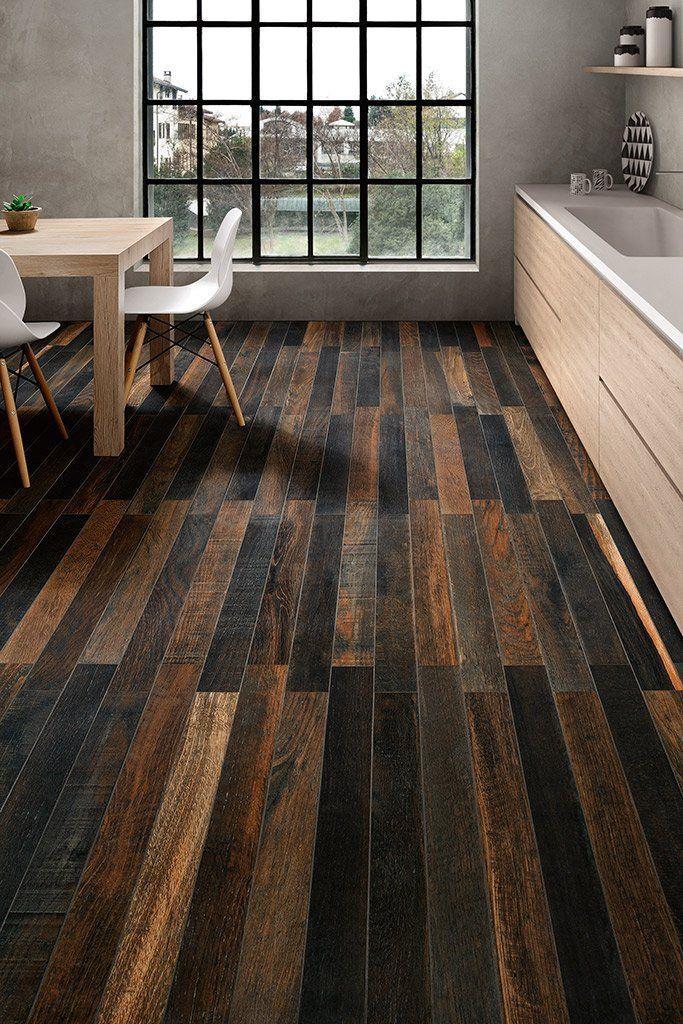 sol avec carrelage imitation parquet en bois vieilli clair