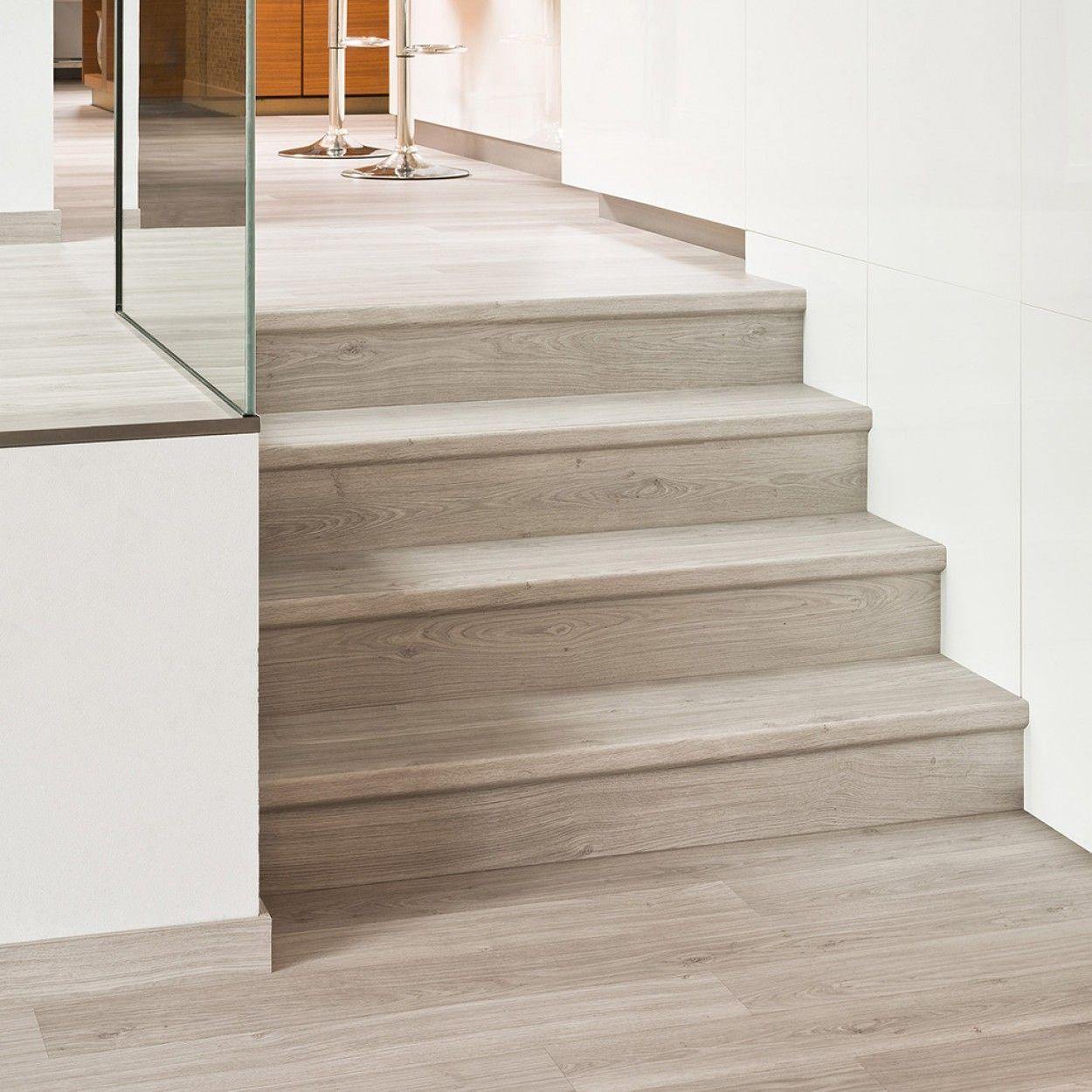 Quick Step Eligna El1304 Chene Verni Gris Clair Planches Escalier Carrelage Effet Bois Escaliers Modernes