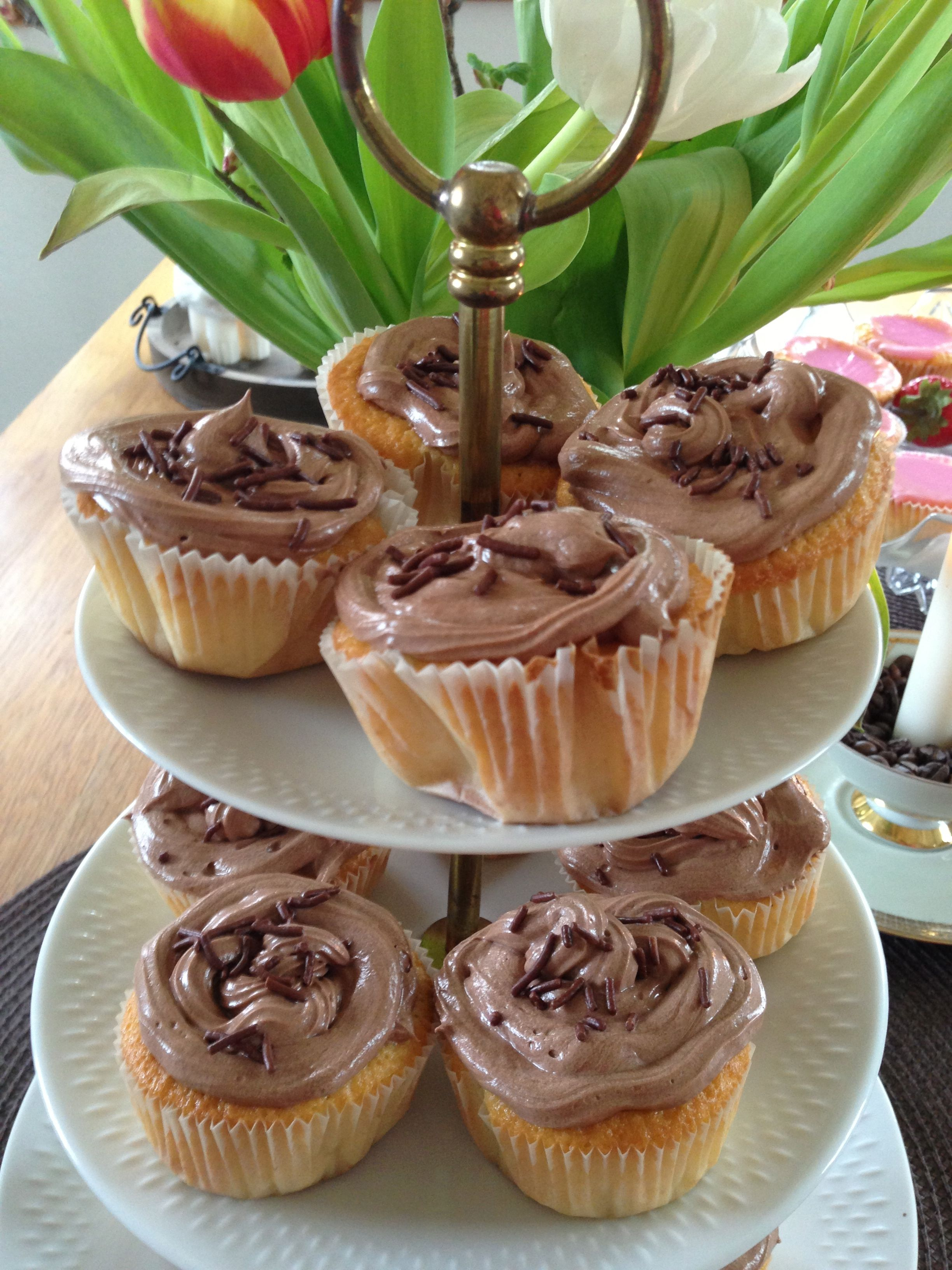 selbstgemachte Vanille Cupcakes mit Nutella Frosting