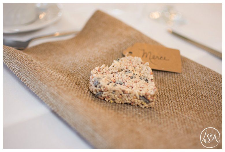 Seed cakes for birds as a wedding token for guests
