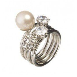 Pearl and diamante ring set features four individual rings, perfect to wear on their own or stacked up for an ultra glamorous look.