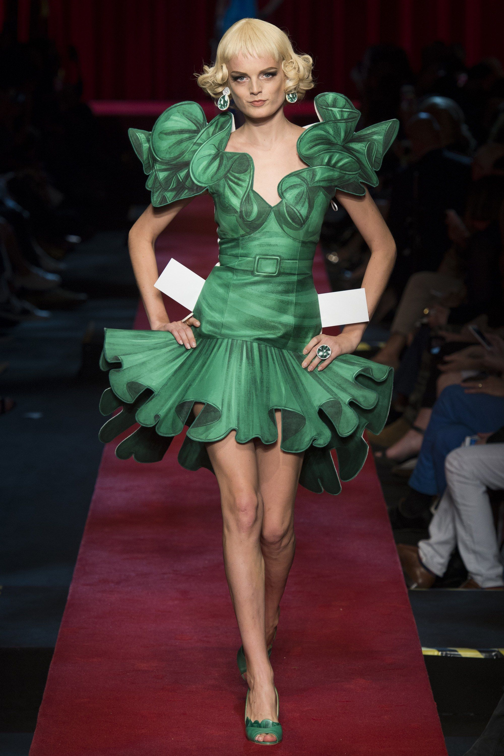 See the complete Moschino Spring 2017 Ready-to-Wear collection.
