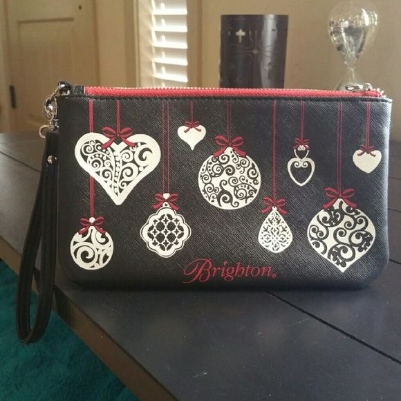 BRIGHTON WRISTLET/MAKEUP BAG BRIGHTON WRISTLET/MAKEUP BAG THE STRAP IS DETACHABLE HAS A FEW STITCHES LOOSE ON THE STRAP BUT IT WAS LIKE THAT WHEN I GOT IT AND IT DOES NOT AFFECT USAGE. THE WRISTLET IS IN PERFECT CONDITION WITH NO FLAWS OR MARKS APPROXIMATELY 8.5 X 5 Brighton Bags Clutches & Wristlets