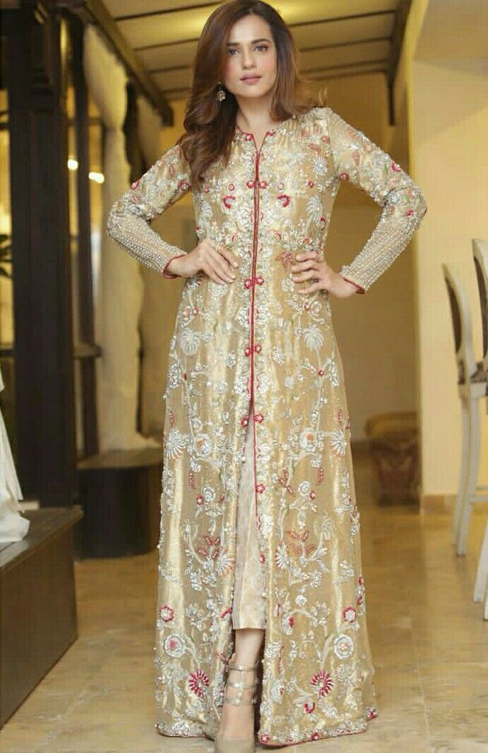 8020f27350b Sumbul Iqbal khan Pakistani Gowns