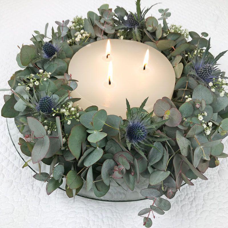 dekorativer kranz mit eukalyptus kranz weihnachten. Black Bedroom Furniture Sets. Home Design Ideas