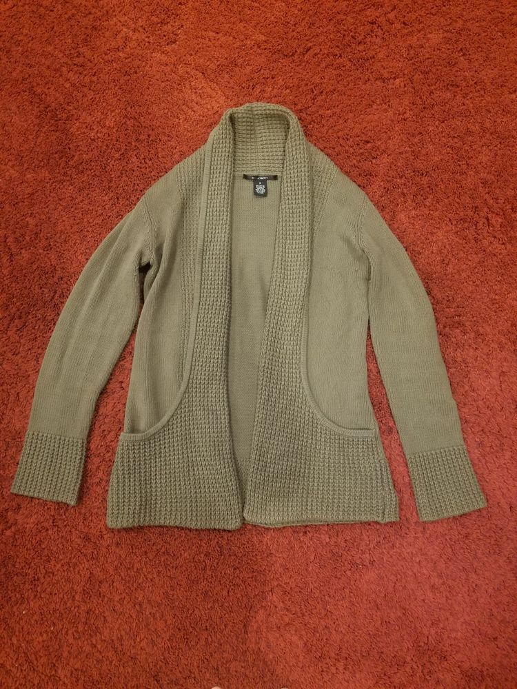 89th Madison Womens Sweater Size Medium Green Cable Knit Flyaway