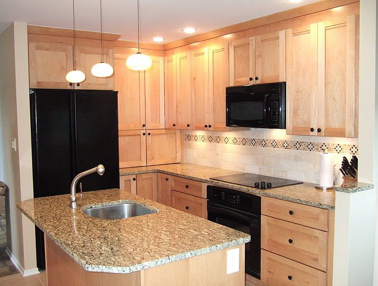 natural maple kitchen cabinets dark counter | Photo of kitchen ...