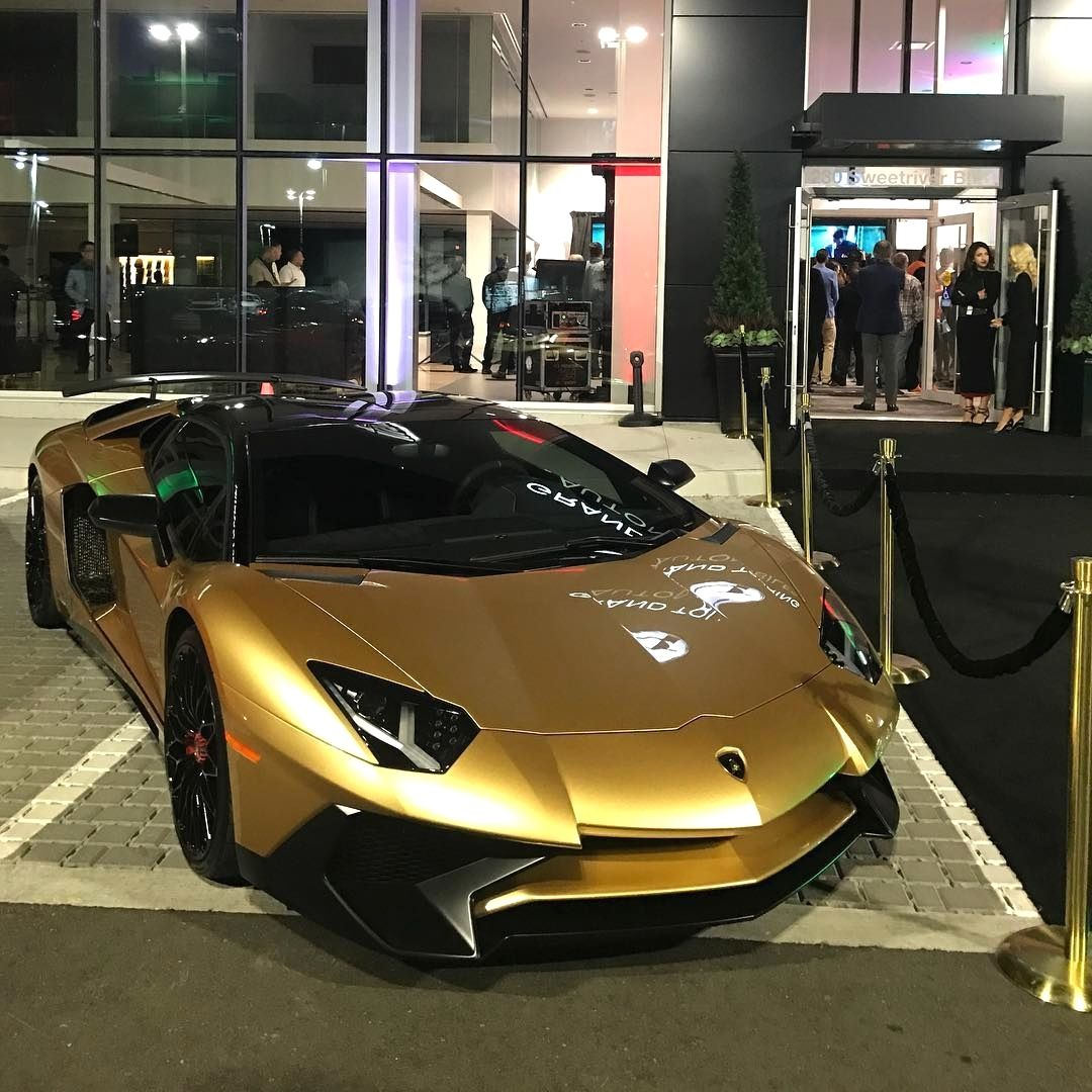 306 Likes 1 Comments Hype Cars Cars Hypelife On Instagram Golden Aventador Sv Carswithoutlimits Aventado Lamborghini Aventador Super Cars Lamborghini