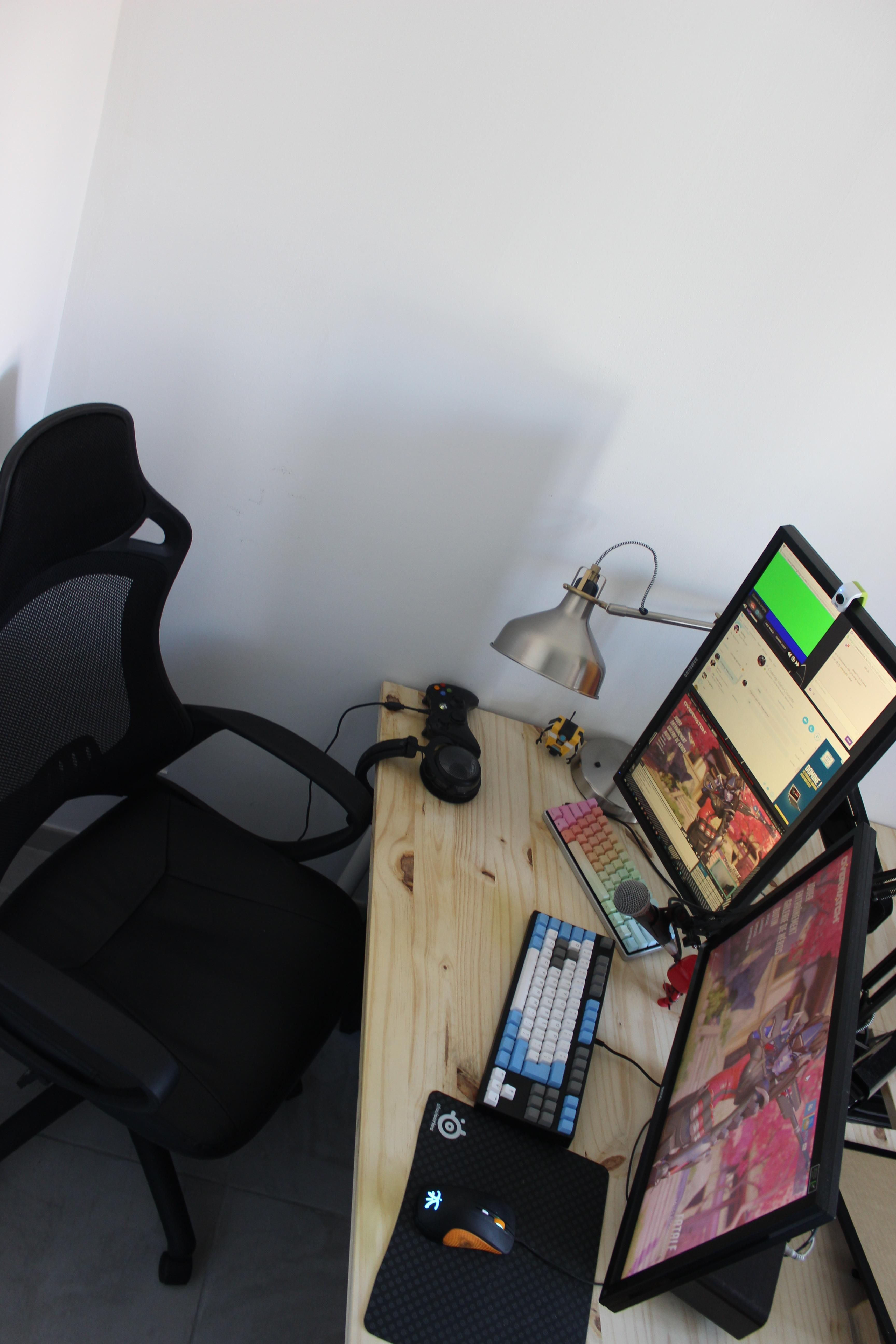 Homemade 50 euros desk Gaming room setup, Room setup