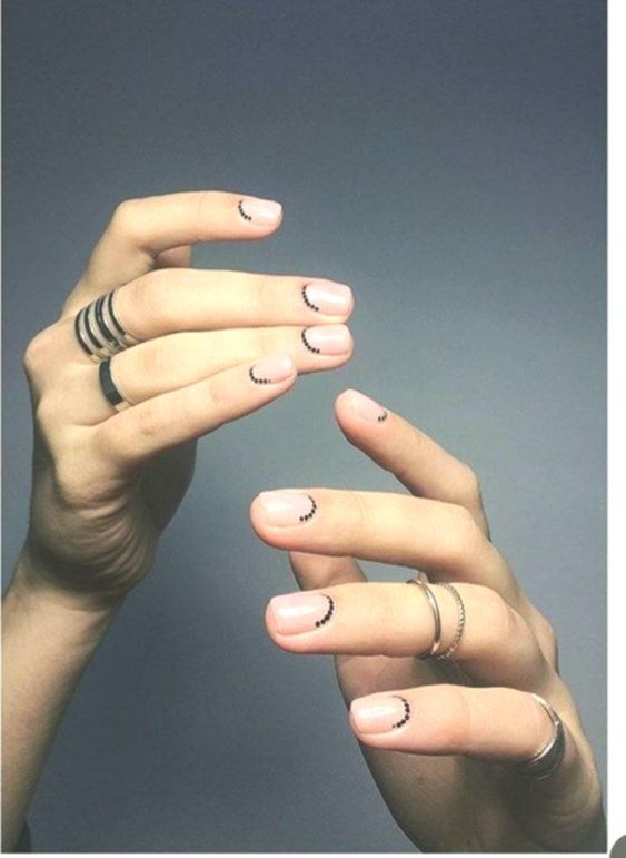 Minimal Nail Art Design #nails #naildesigns #koreannailart