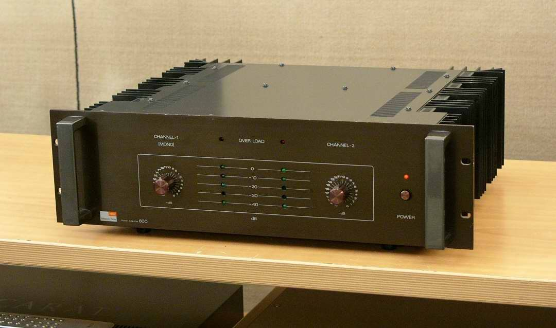 revised high end modified fostex laboratory series 600 power amplifier one used for main. Black Bedroom Furniture Sets. Home Design Ideas