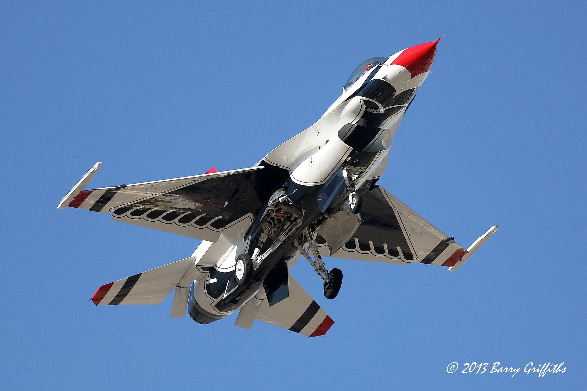 Lockheed Martin F-16C Thunderbird #4 (USAF Air Demonstration Squadron) Training Flight Recovery   par (Barry) Griffiths