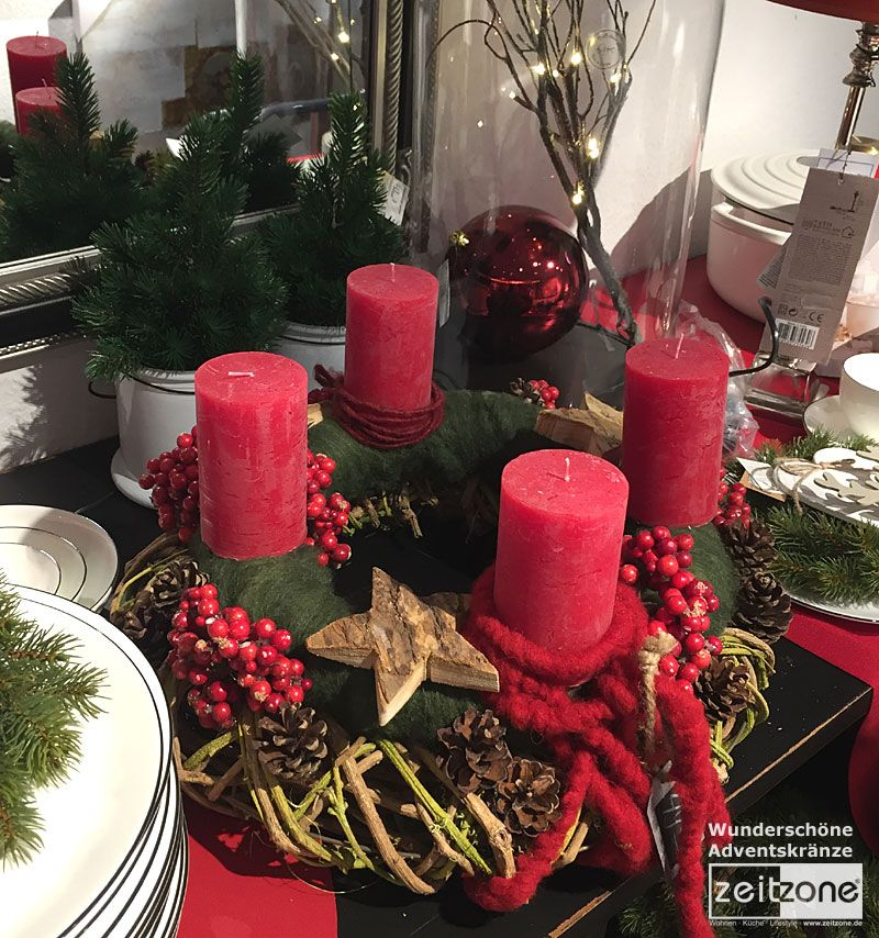 ein wundersch ner adventskranz in klassischem rot gr n. Black Bedroom Furniture Sets. Home Design Ideas