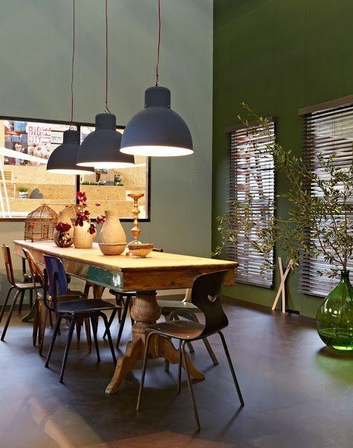 salle a manger verte vtwonen via Nat et nature interior - table salle a manger loft