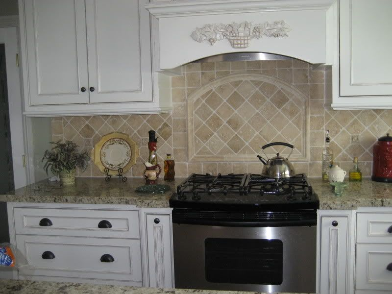 Granite And Backsplash Combinations | Cecilia Granite Backsplash Ideas  Black Counter With Cream Backsplash .. Cream Kitchen CabinetsKitchen  TilesWhite ...