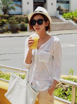 Today's Hot Pick :胸ポケット付きロールアップカーディガン【iamyuri】 http://fashionstylep.com/SFSELFAA0003268/iamyuriijp/out 伸縮性のあるテンセル素材を使った長袖カーディガンです。 柔らかい肌触りで着心地が抜群のアイテム☆ ベーシックなデザインで流行に関係なく長く使えます! 薄い生地使いで夏に重宝する袖ロールアップカーディガン♪