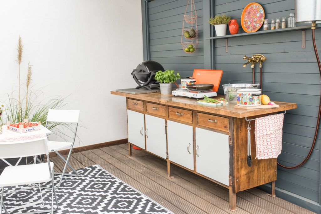 diy upcycling outdoor kitchen from a workbench kitchen outdoor upcycling workbench diy on outdoor kitchen vintage id=48768