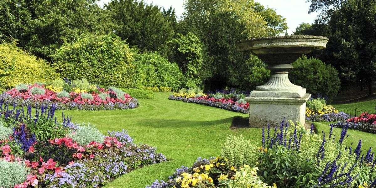 How To Choose A Landscape Professional Easy Garden Landscape Projects Landscape Design