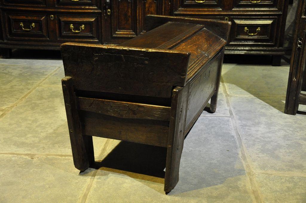A SMALL MID 16TH CENTURY ENGLISH OAK ARK. CIRCA 1550.