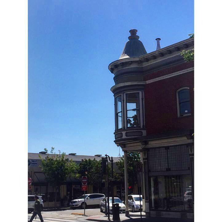 Clear Blue Skies Queen Anne Inspired Petaluma California Norcal Downtown Blueskies At Petaluma California