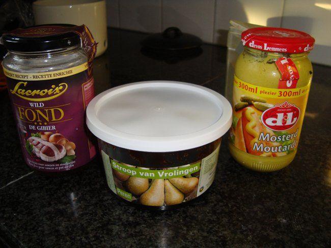 Recept voor Saus met zure room en siroop; bij wild of ander vlees. Meer originele recepten en bereidingswijze voor sauzen vind je op gette.org.