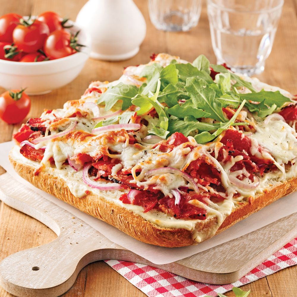 Avec les fameux sandwichs au smoked meat, on fait plaisir à toute la famille! Inutile d'aller au resto quand on peut les faire en un tournemain!