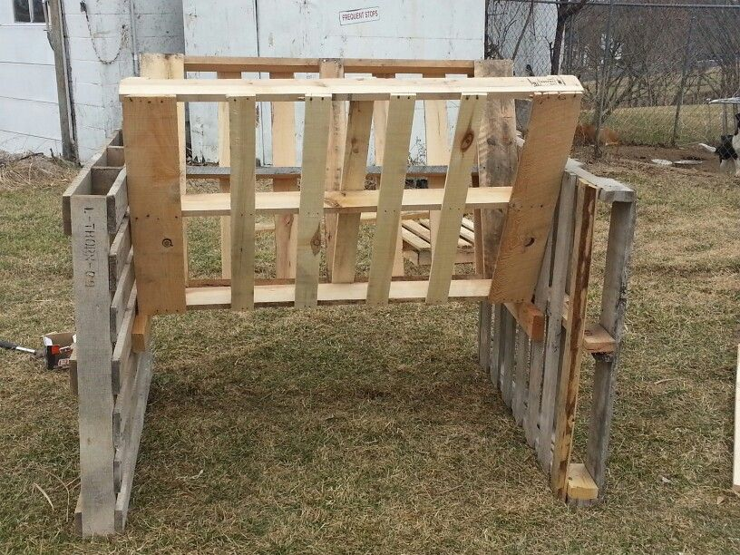 how to make a hay feeder out of pallets