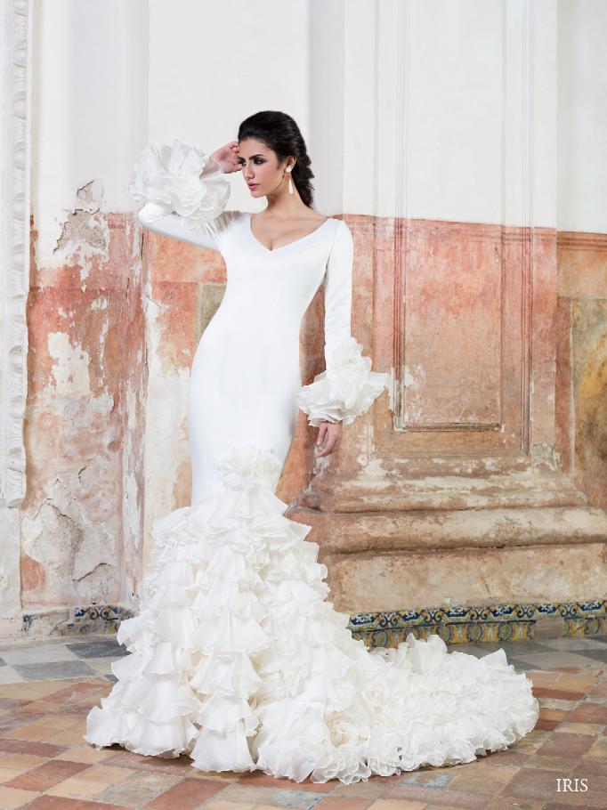 vestido de #novia con corte sirena, de manga larga, escote en v y