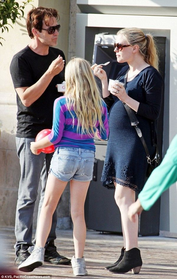 Stephen Moyer and Anna Paquin out for an icecream