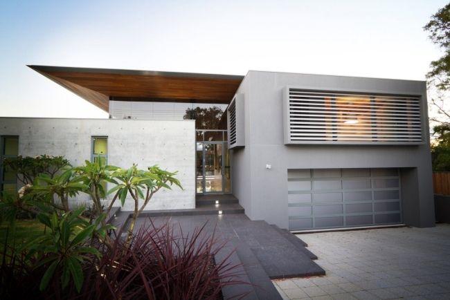 Modernes Haus Design modernes haus garagentor design grau holz dach asymmetrisch