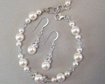 blanc perle et cristal de swarovski bracelet de demoiselle d 39 honneur et boucles d 39 oreilles. Black Bedroom Furniture Sets. Home Design Ideas