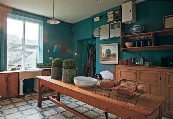 Best Farrow Ball Claydon Blue No 87 Accent Wall In Kitchen 400 x 300