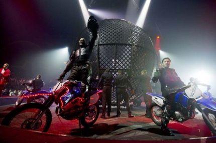 Et cette création bouleverse les idées reçues sur le cirque. En effet, les 40 meilleurs artistes du moment s'enchaineront dans un tourbillon d'exploits et de costumes ahurissants. Arlette Gruss le Cirque !!!
