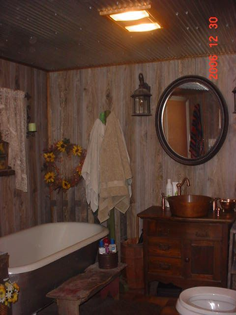 Need Some Great Ideas For Decorating Around My Clawfoot Tub Country Baths Old Home Remodel Country Bathroom