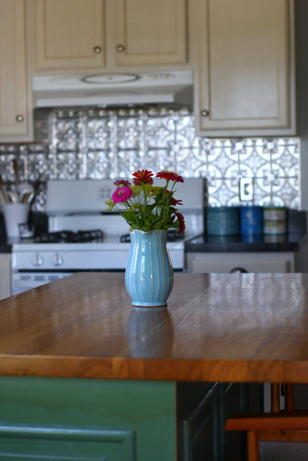 something is calling to me with the silver backsplash :-P must do in ...