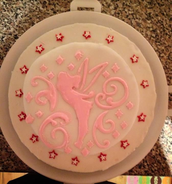 Louise used the Tinkerbell stencil from the collection to decorate a pretty in pink cake. #disneycakes