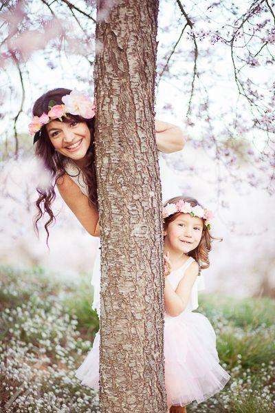 sesión de fotos en familia primavera en almendros en flor barcelona (18)