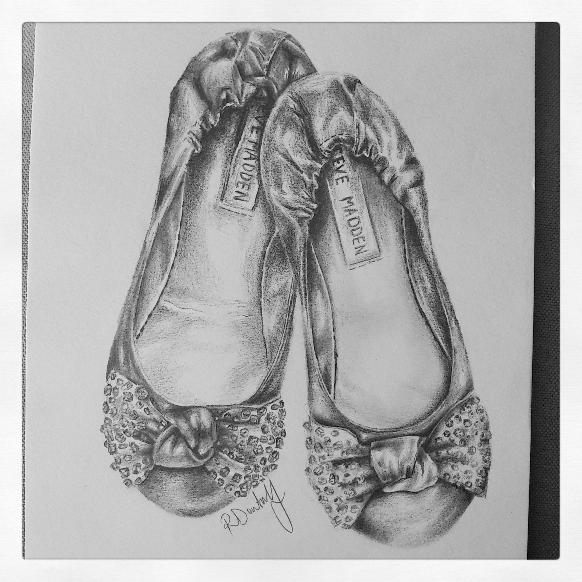 Pencil sketch by Roxanne Jade Dentry - STEVE MADDEN BLING BOW PUMPS &#124; my  art and creative side <3 &#124; Pinterest &#124; Sketches