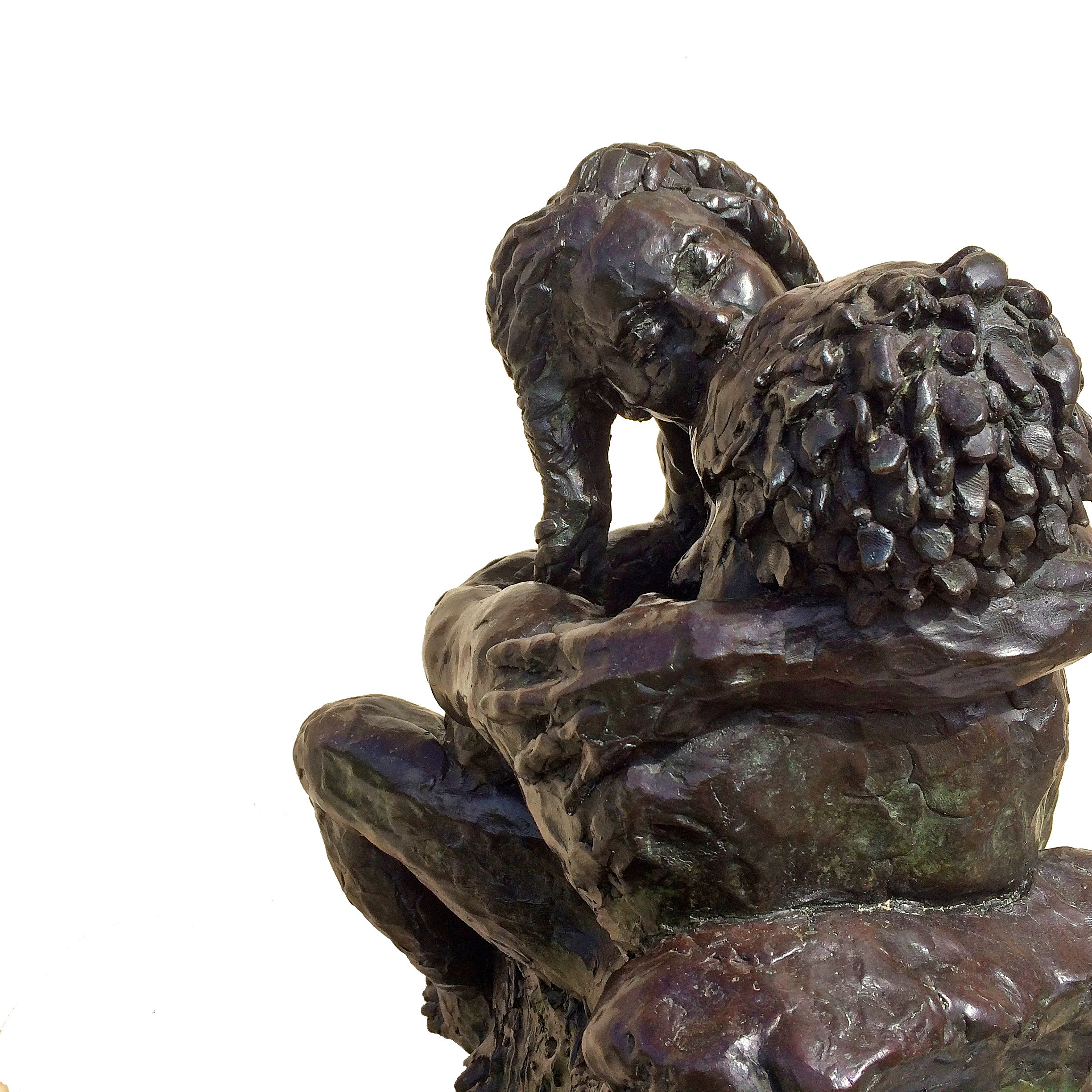 El Beso, The Kiss, bronze sculpture of couples kissing by artist Manuel Palacio