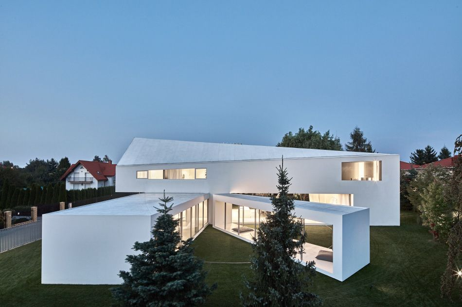 Quadrant House By Kwk Promes Features A Rotating Terrace Houses In Poland House Terrace Design