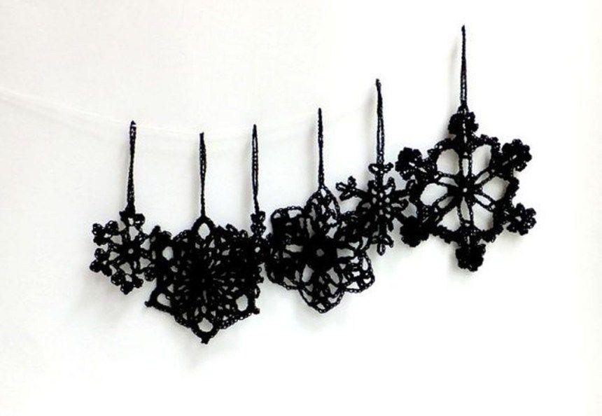 Unique And Unusual Black Christmas Decoration Ideas 10 #blackchristmastreeideas