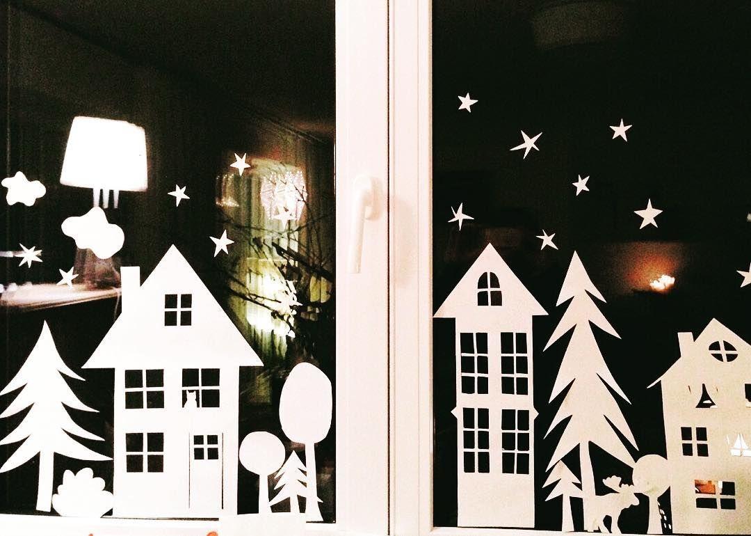 Unser Winterfensterbild. Einfach aus weißem Papier ausgeschnitten und aufgeklebt. Mehr Inspiration unter www.kopfkonzert.com