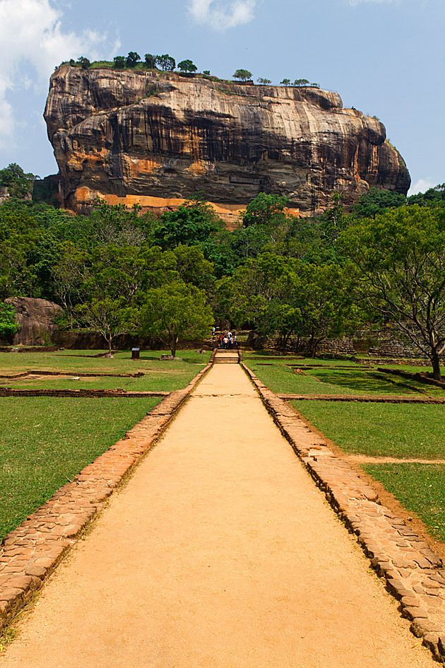 Extrem Sigiriya ,Sri Lanka: King Kasyapa (477 – 495 AD) built his palace  CZ17