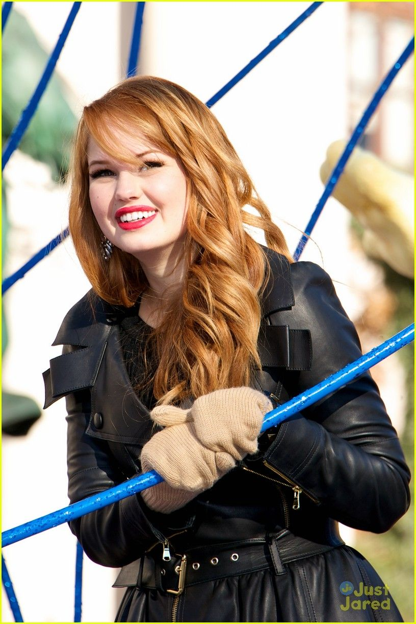 debby ryan macys thanksgiving parade 02 redhead makeup