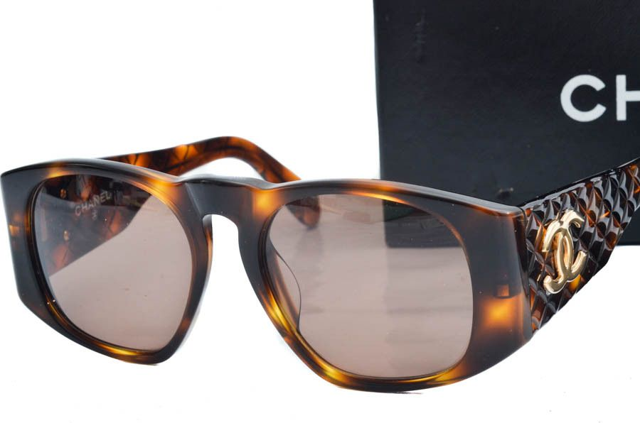 301480b450ec Vintage Chanel 01450 Tortoise Shell Quilted Women's Sunglasses --- These  classic sunglasses have a