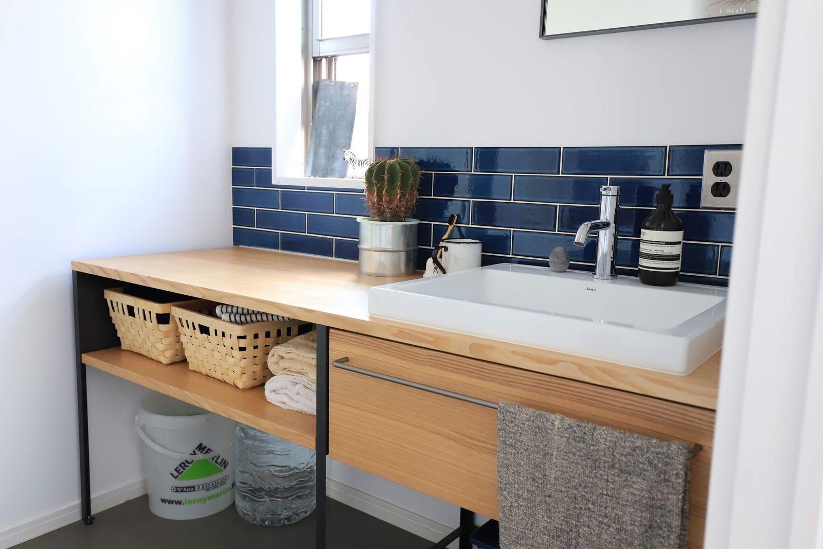 ワークカウンター洗面台は 空間に合わせてサイズ調整できる木製カウンターとアイアンの脚を組み合わせた洗面台 洗面室の使い方の幅を広げる洗面台です 洗面台 洗面 インテリア