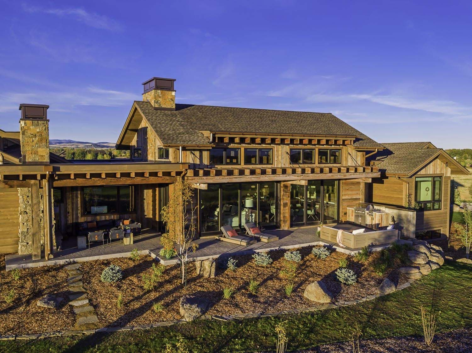 Family retreat blends modern-rustic with Rocky Mountain ...