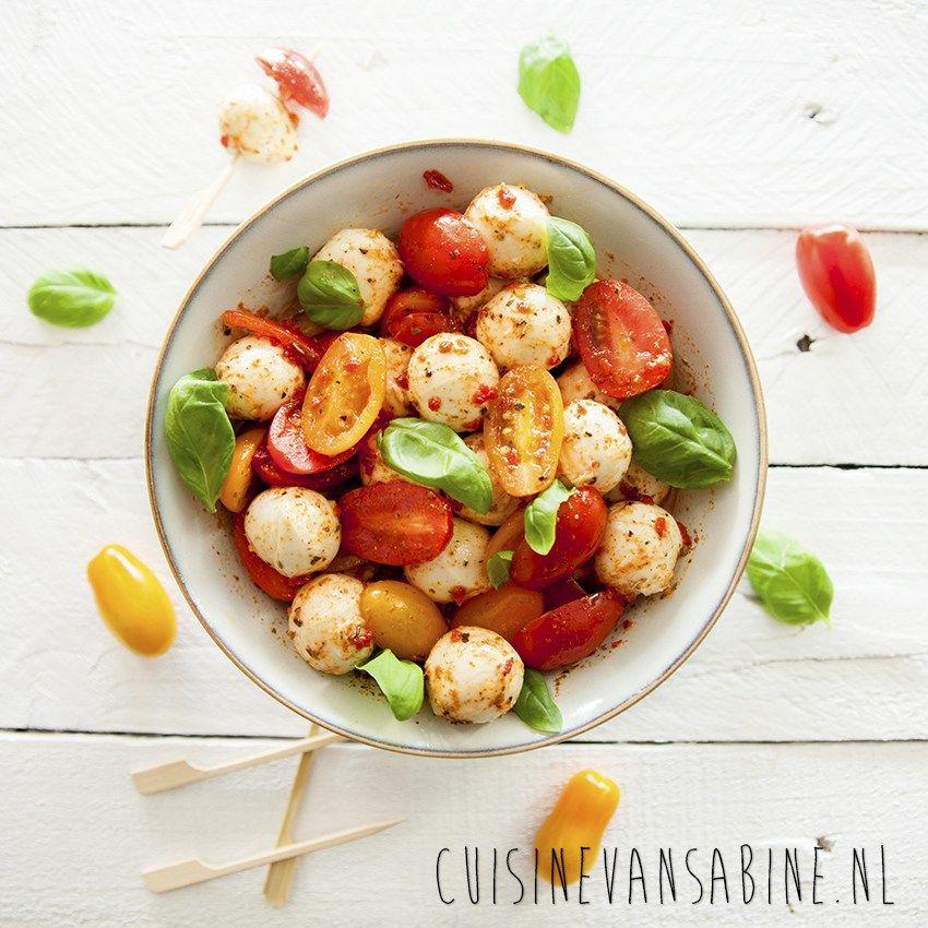 mozzarellabolletjes met tomaat
