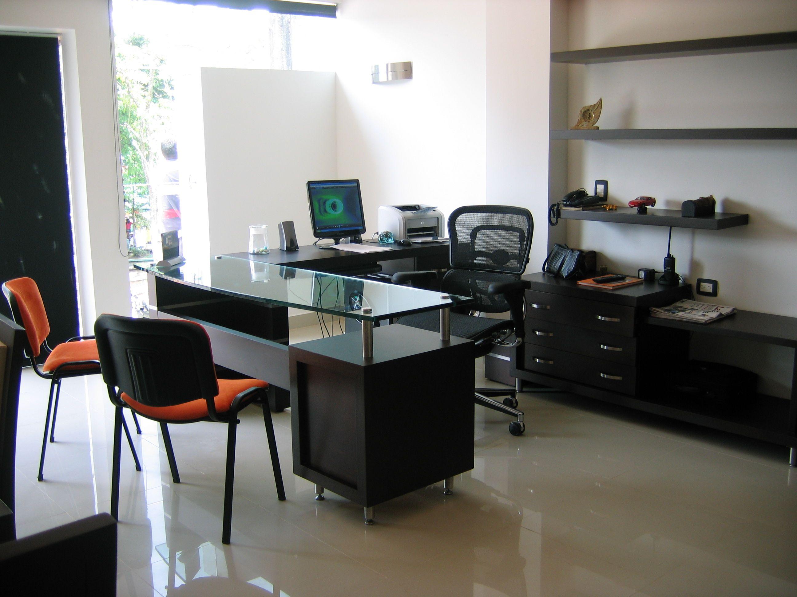 muebles de oficina escritorio con dilatadores y vidrio